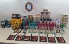 En el marc de l'actuació es van decomissar diversos productes alimentaris i d'higiene personal per un valor total de 1.200€